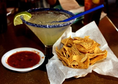 margarita, chips, salsa